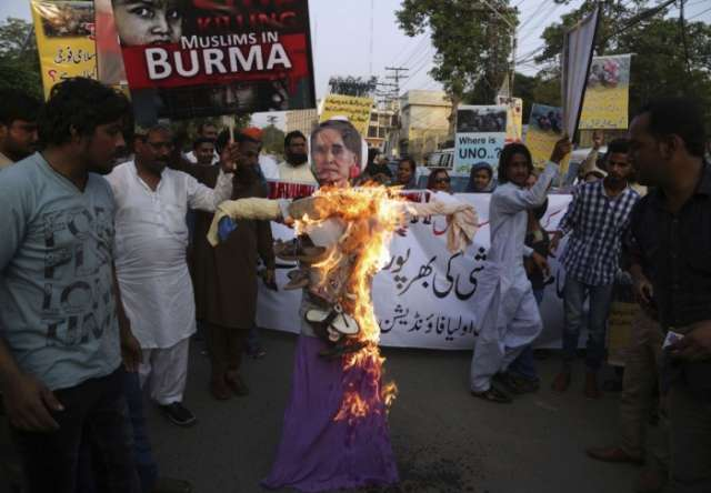 Pakistan: Thousands rally in solidarity with Rohingyas