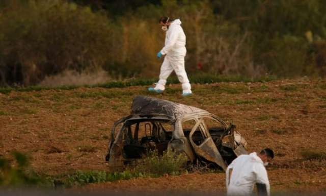 Malta car bomb kills Panama Papers journalist