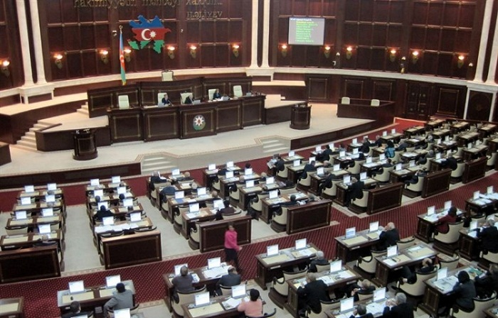 Azerbaijani parliament approves draft law on employment