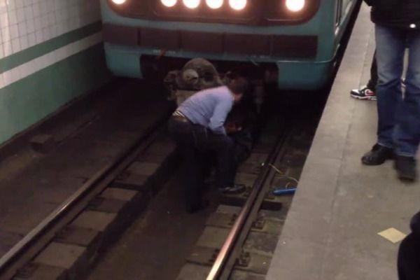 Bakı metrosunda intihar: