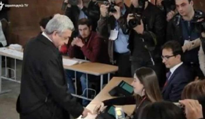 Technical problem while Sargsyan voted - VIDEO