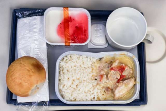 Only two things you should eat on a plane revealed