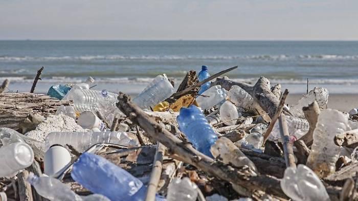 """Wohin """"verschwindet"""" Plastikmüll im Meer?"""