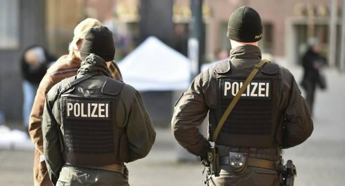 Almaniyada bıçaqlı hücum - Ölən və yaralı var