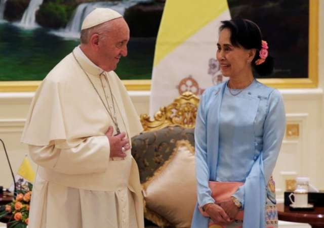As Myanmar grapples with Rohingya crisis Pope stresses unity in diversity