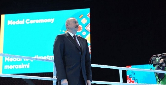 Azerbaijani President presented the medals to the boxers