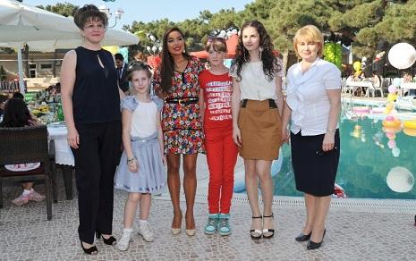 Prezidentin qızları uşaq evində