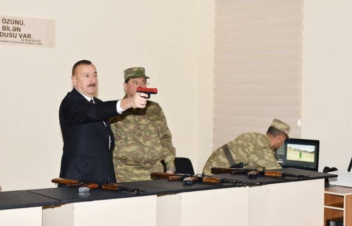 Prezident hərbi hissədə silahları yoxladı - FOTOLAR