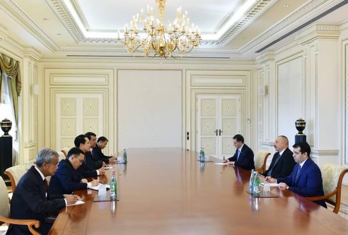 Ilham Aliyev reçoit une délégation menée par le ministre laotien des affaires étrangères