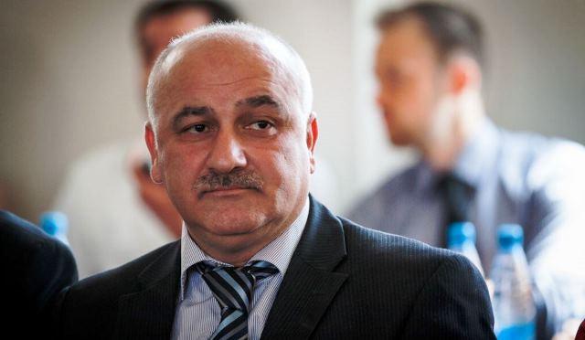 Arif Hacılı gözətçisi ilə dalaşdı: Borc qalmaqalı