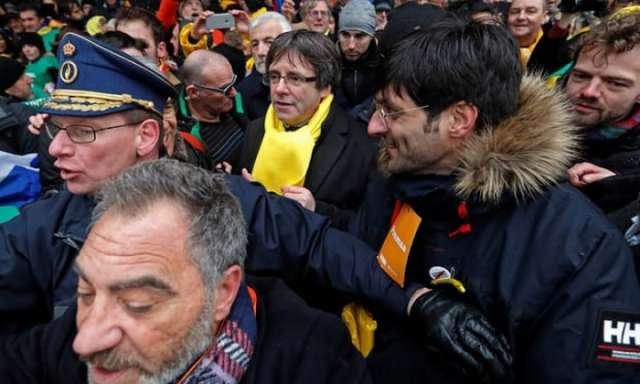 Carles Puigdemont hailed as hero at Catalan march in Brussels