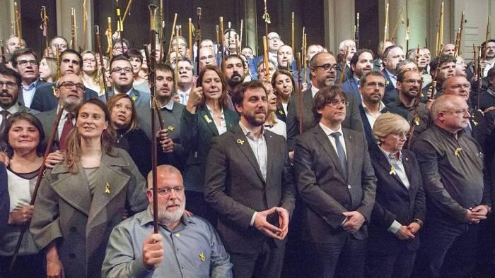 El presidente del Parlamento catalán se reúne con Puigdemont en Bruselas