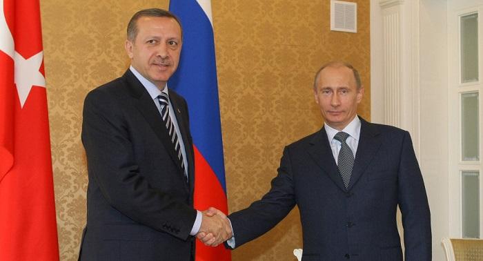 Putin y Erdogan mantienen una conversación informal en el marco de una cumbre internacional en Tayikistán