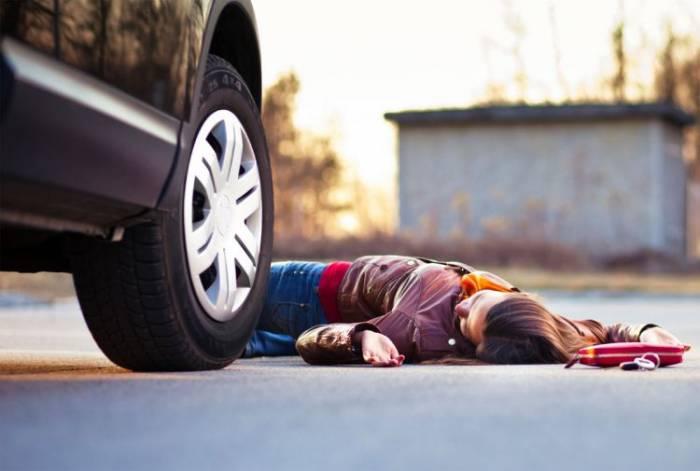 Qaradağda avtomobil piyadanı vuraraq öldürüb