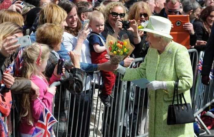 Discrete signals and Clarins lipstick: the secrets of The Queen's handbag revealed