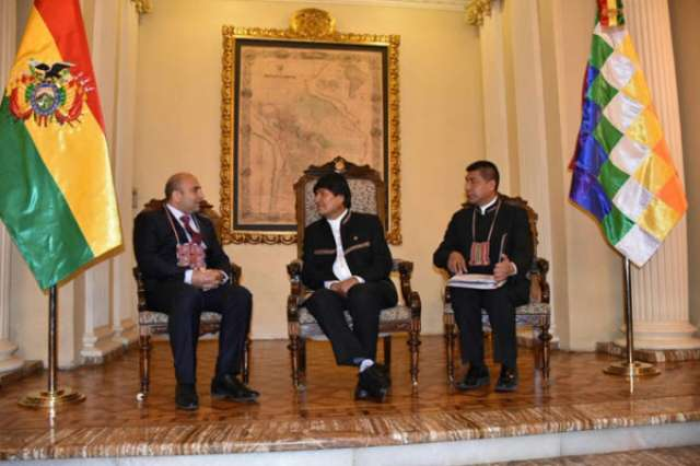 Azerbaijani envoy presents credentials to Bolivian president
