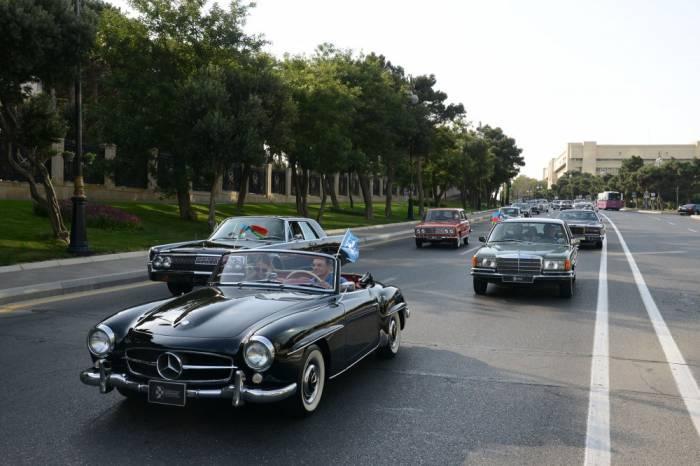 Bakıda klassik avtomobillərin yürüşü - FOTOLAR
