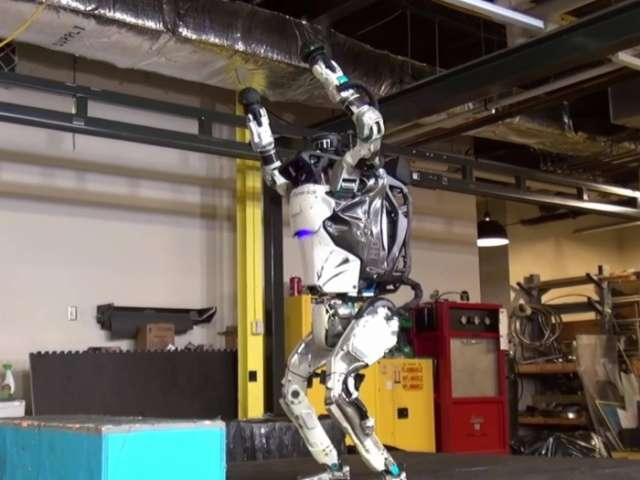 Scientist create humanoid robot can backflip and land on two feet