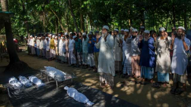 Thousands more Rohingya Muslims cross border into Bangladesh