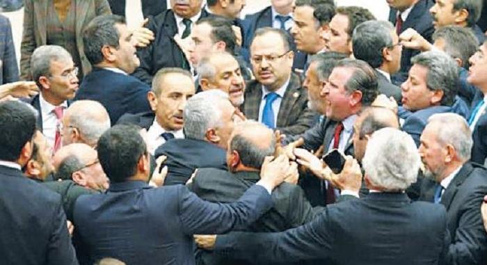 Türkiyə parlamentində dava: