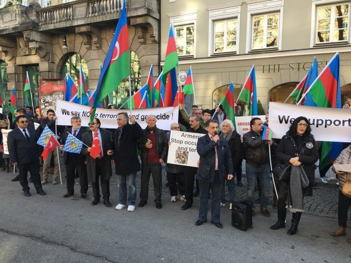 Azerbaijanis hold protest rally on 25th anniversary of Khojaly genocide in Munich - PHOTOS