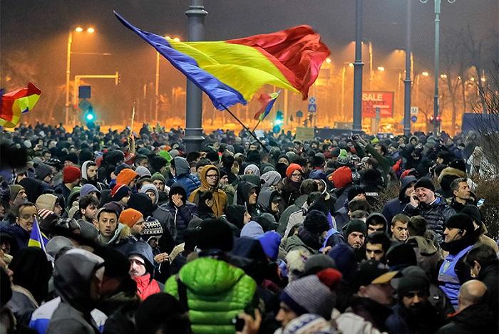 Demonstranten fordern Neuwahlen in Moldawien - VİDEO