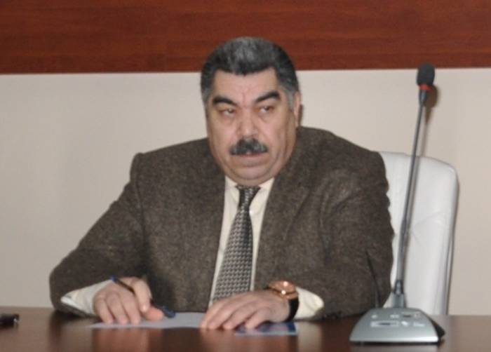 Deputat atasının büstü ilə bağlı ittihamlara cavab verdi
