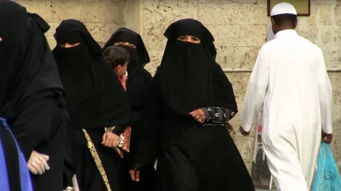Les Saoudiennes assistent à leur premier match de foot