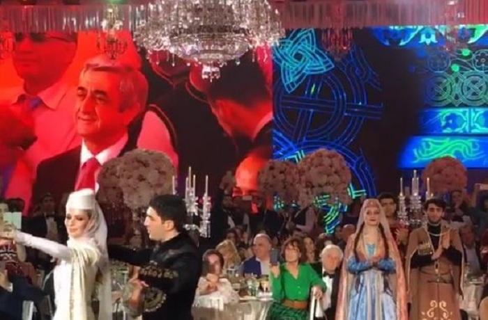 Sarkisyan məmur qızlarının toyunda oynadı