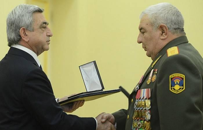 Sarkisyan Xaçaturovu vəzifəsindən azad etdi