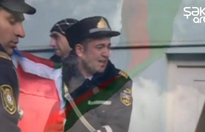 Şəhidin cənazəsini aparan polislər ağladılar - Video