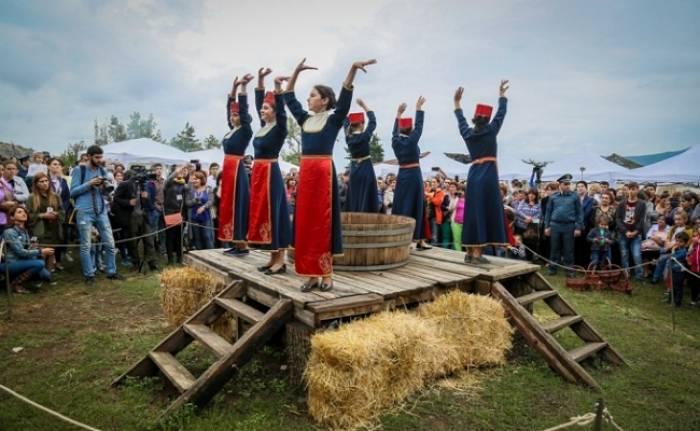 Ermənilər Qarabağda şərab festivalı keçirir - Növbəti təxribat