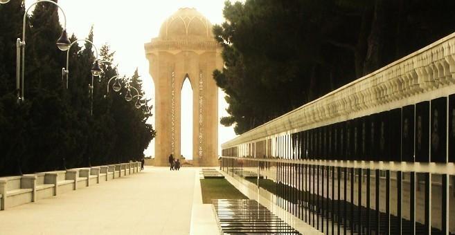 Präsident Ilham Aliyev das Andenken der Schechiden geehrt