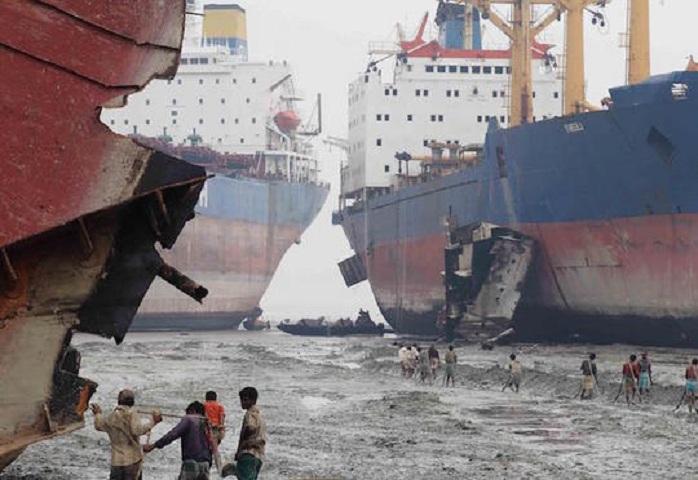 Çində gəmi qəzası - 32 nəfər itkin düşüb