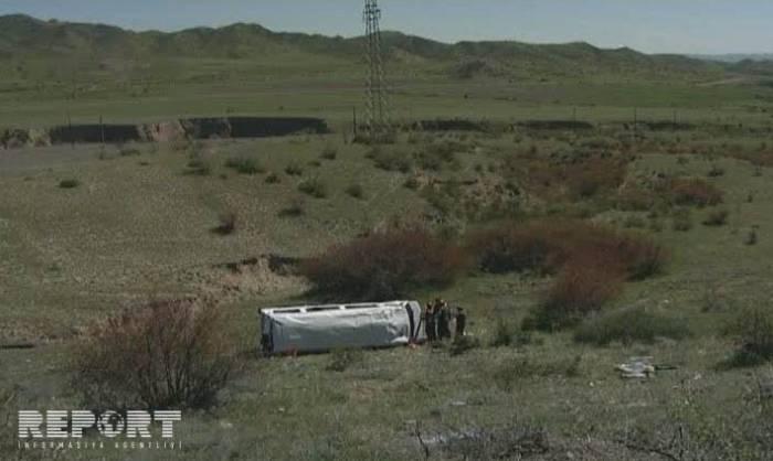 Siyəzəndə avtobus dağdan aşıb - Yaralılar var (YENİLƏNİB)