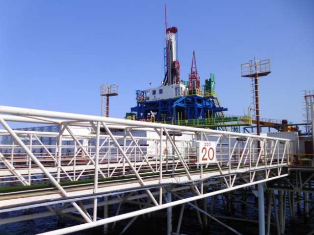 SOCAR commissions new well at Oil Rocks