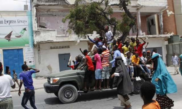 Thousands march in Somalia after attack that killed more than 300
