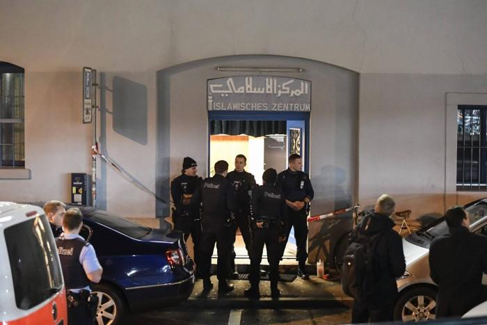 Tres musulmanes heridos por un hombre armado en una mezquita de Suiza