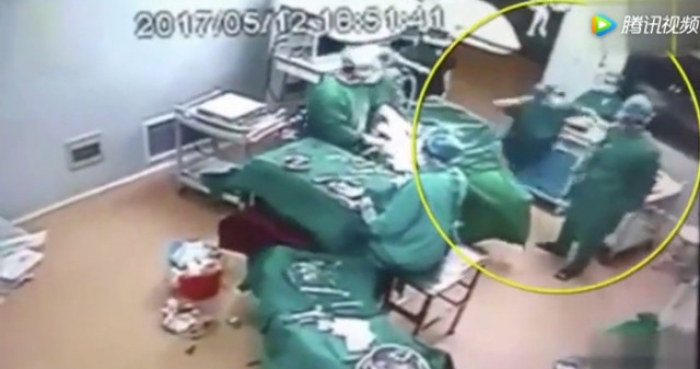 Fight breaks out mid-surgery between medical workers in operating room - VIDEO
