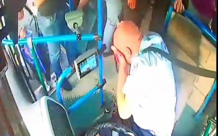 Bakıda avtobus sürücüsü vəhşicəsinə döyüldü - VİDEO