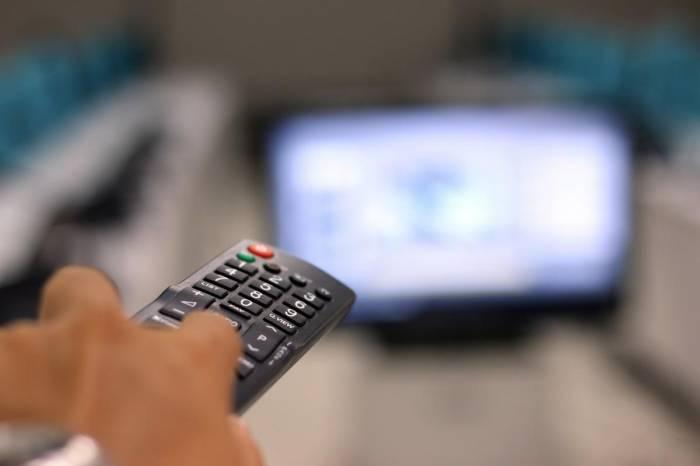 Alzheimer : plus de 2 h de télé par jour augmente le risque
