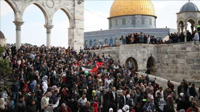 Hundreds protest Trump decision in Jerusalem's Aqsa