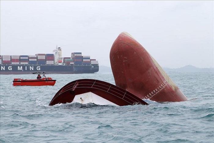 L'Indonésie procède à des analyses en mer après la collision entre deux cargos près de Singapour