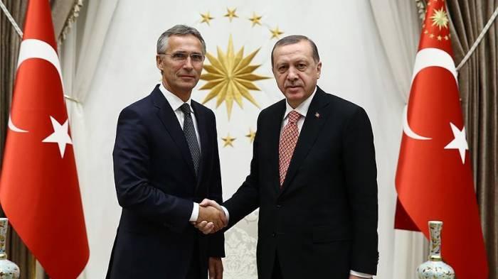 Erdogan et Stoltenberg discutent des derniers développements en Syrie
