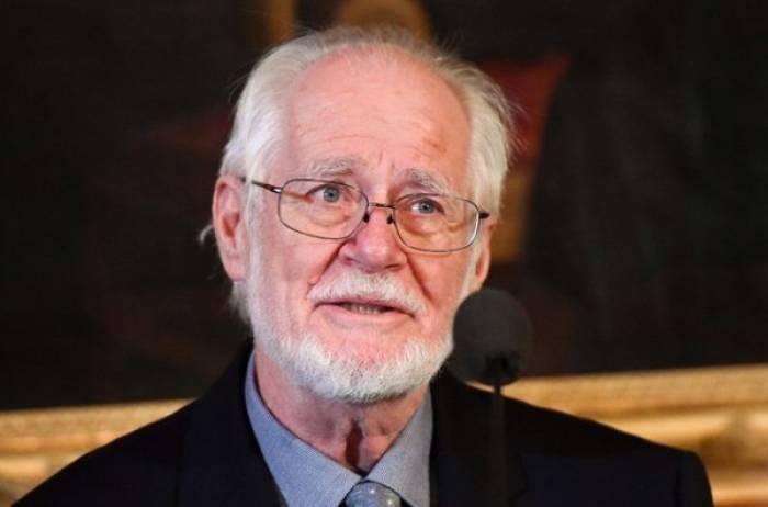 Le professeur Dubochet reçoit son prix Nobel
