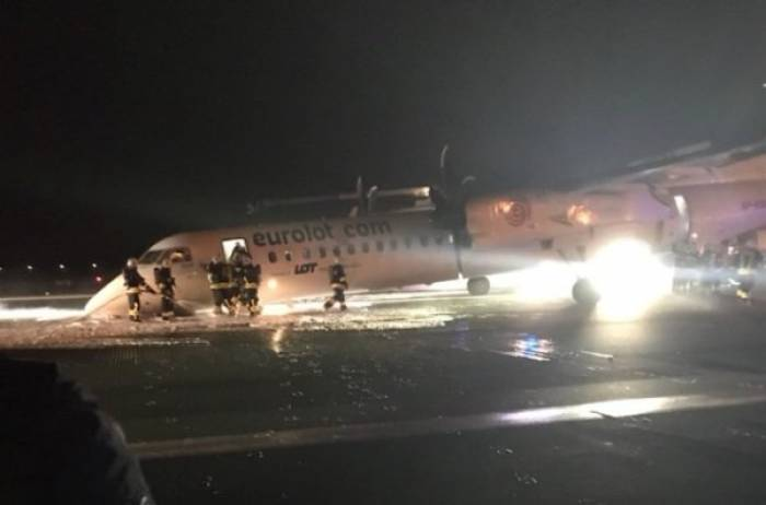 L'avion atterrit en urgence et termine sur le ventre