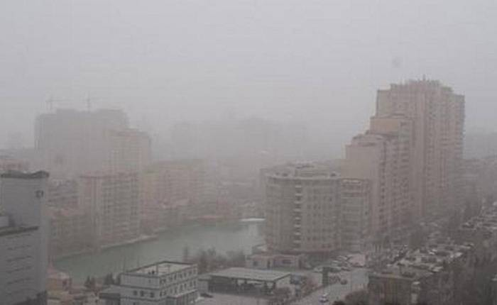 Türkmənistandan gələn toz dumanı Bakını bürüyüb