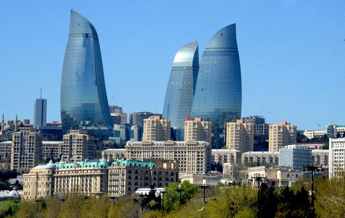 Azerbaiyán y Catar abordantemas ambientales
