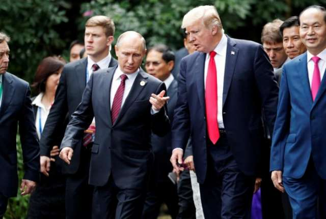 Trump and Putin chat at Asia-Pacific summit