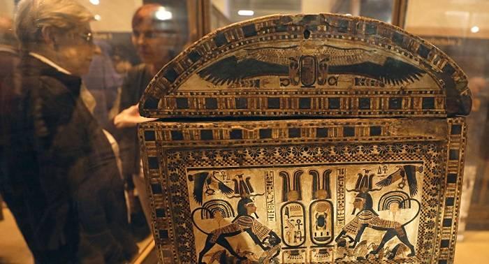 Piezas de la tumba de Tutankamón nunca vistas antes se exhiben en El Cairo
